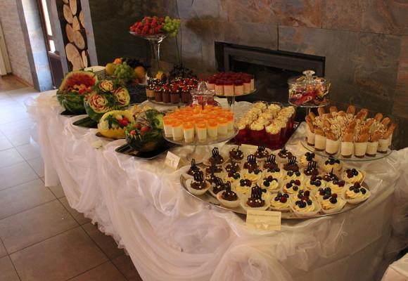 Stół deserowy